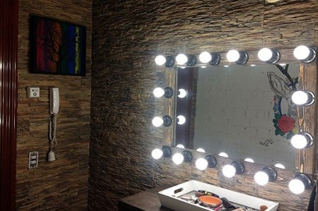 Гримерное зеркало с лампочками