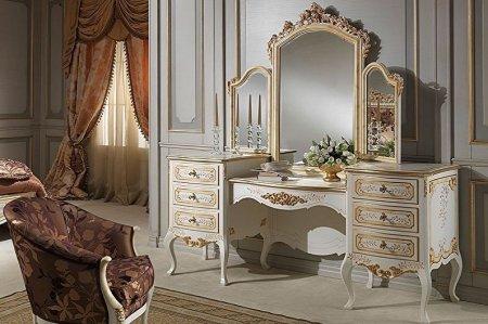 Туалетный столик с зеркалом в спальне