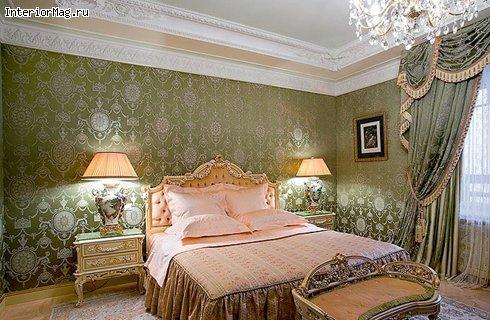 интерьер спальни с зелеными обоями фото современный дизайн