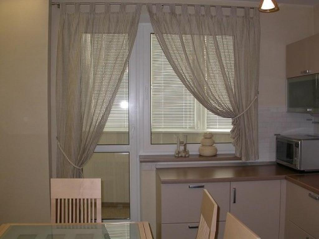 Оформление окна на кухне: фото стильного декора.
