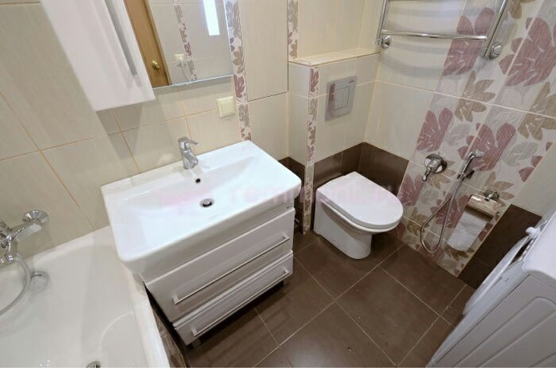 Ремонт в ванной комнате совмещенной с туалетом своими руками в частном доме 95