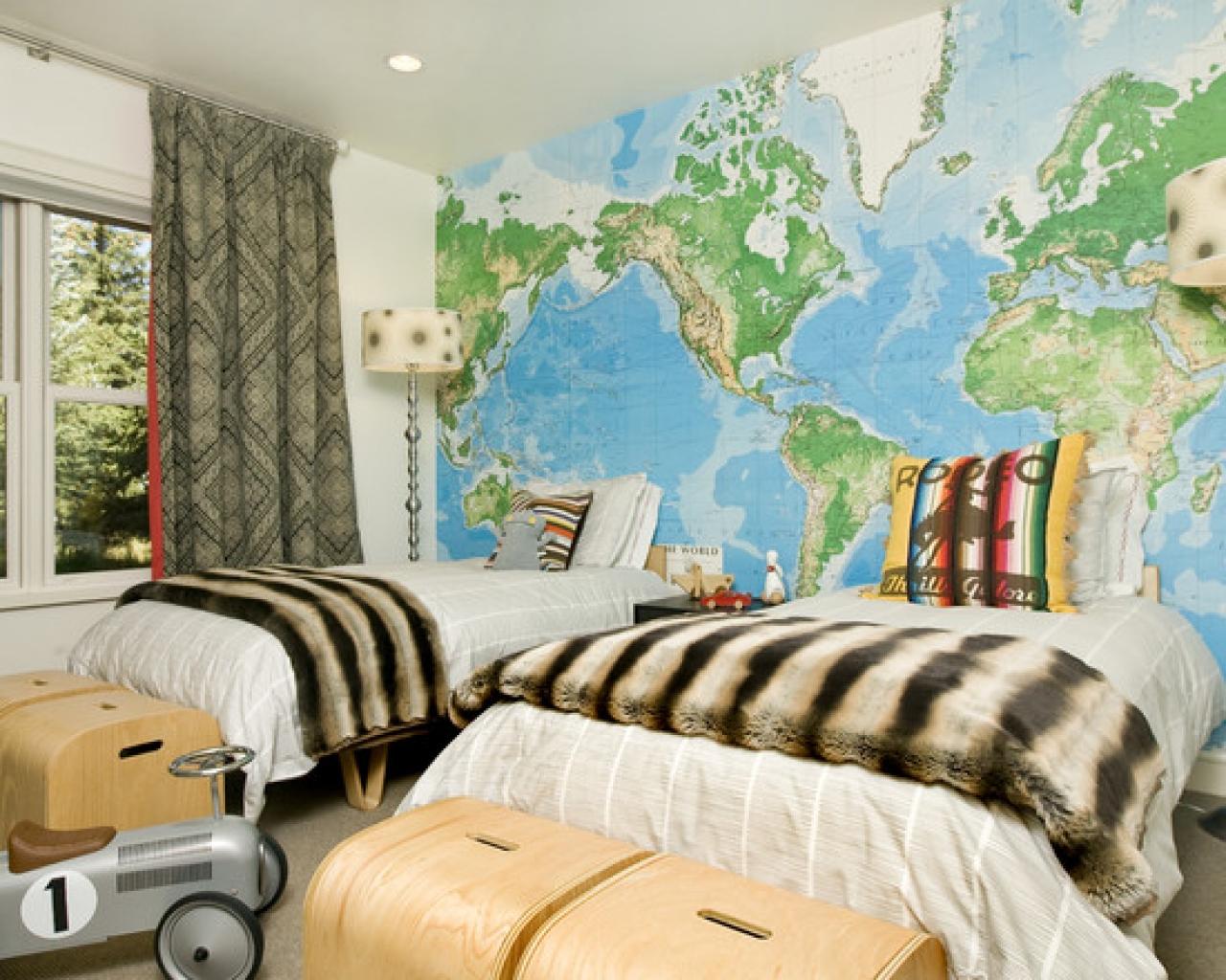 Дизайн детской с картой мира