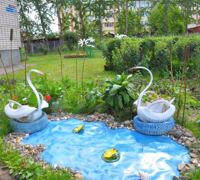 Как украсить двор подручными средствами