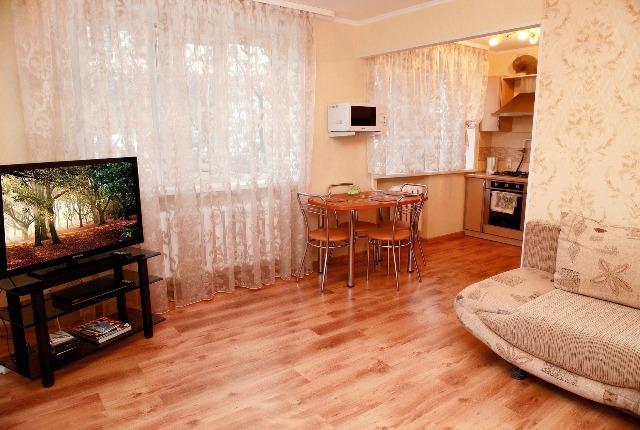 Дизайн кухни 10 кв м с мойкой у окна