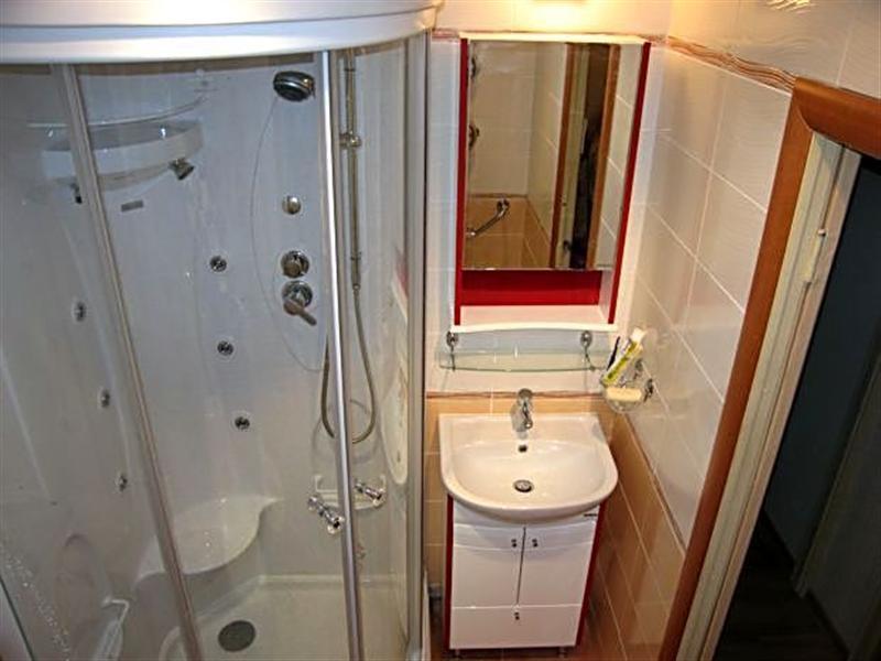 Душевая кабина дизайн в маленькой ванной комнате в хрущевке
