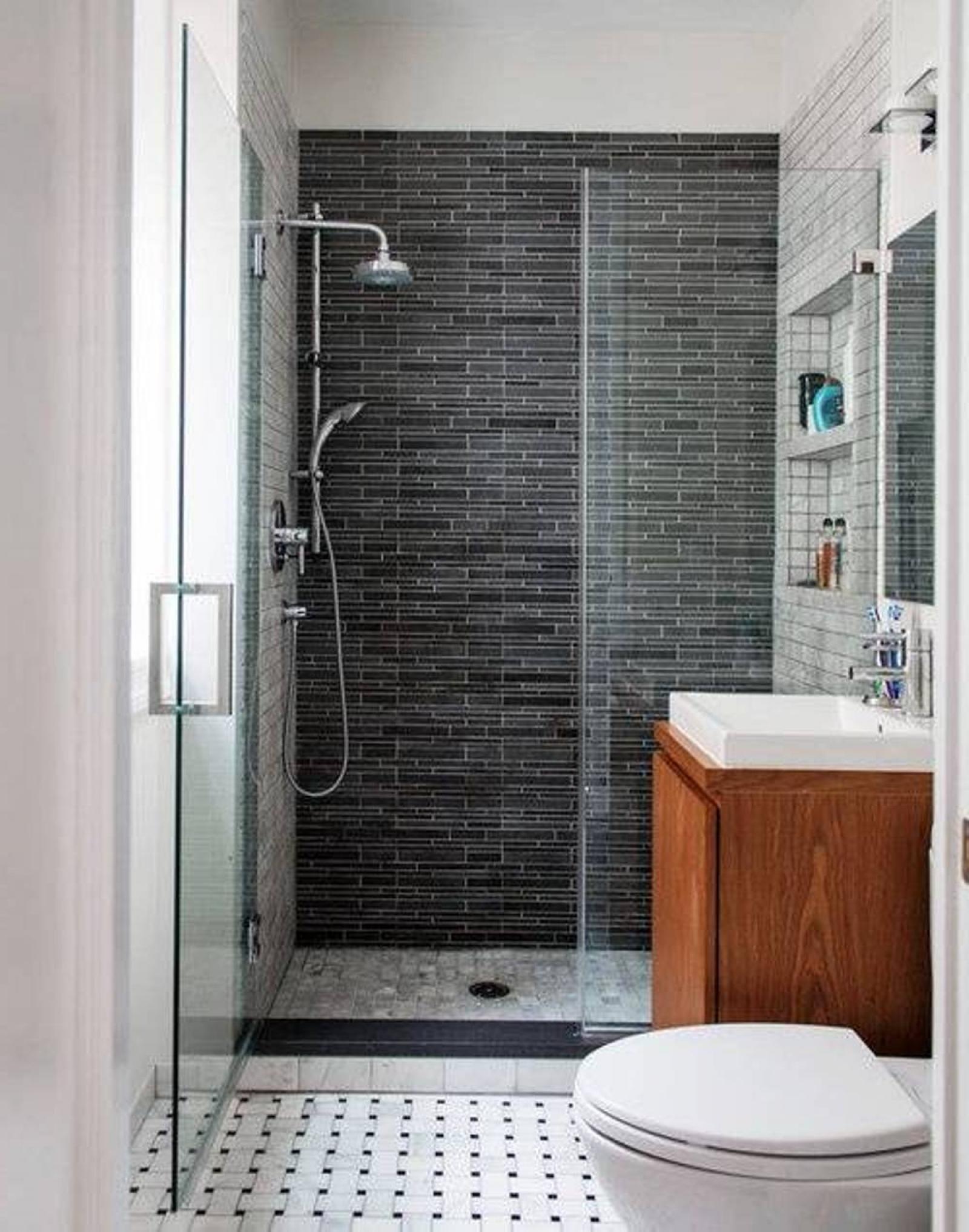 Дизайн маленькой ванной комнаты и туалета с душевой кабиной
