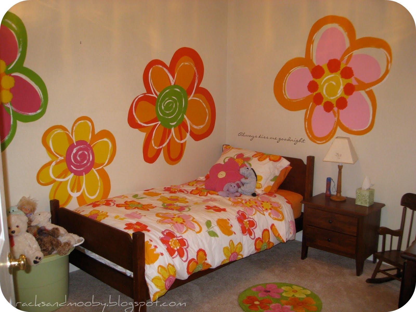 Украшение стен детской комнаты своими руками