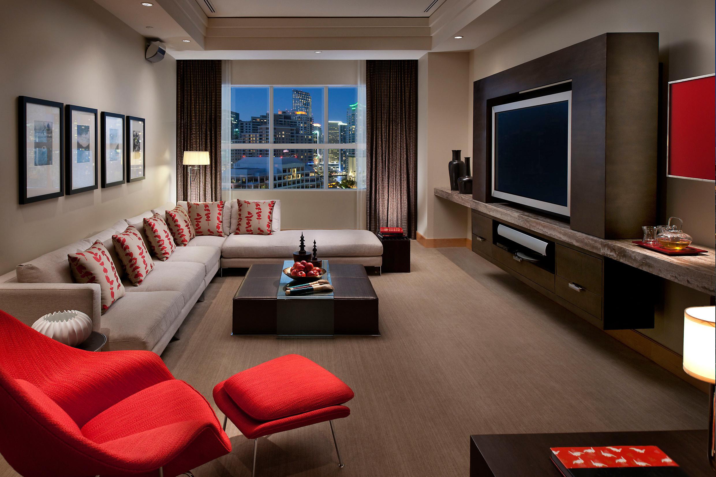 Дизайн гостиной с компьютером