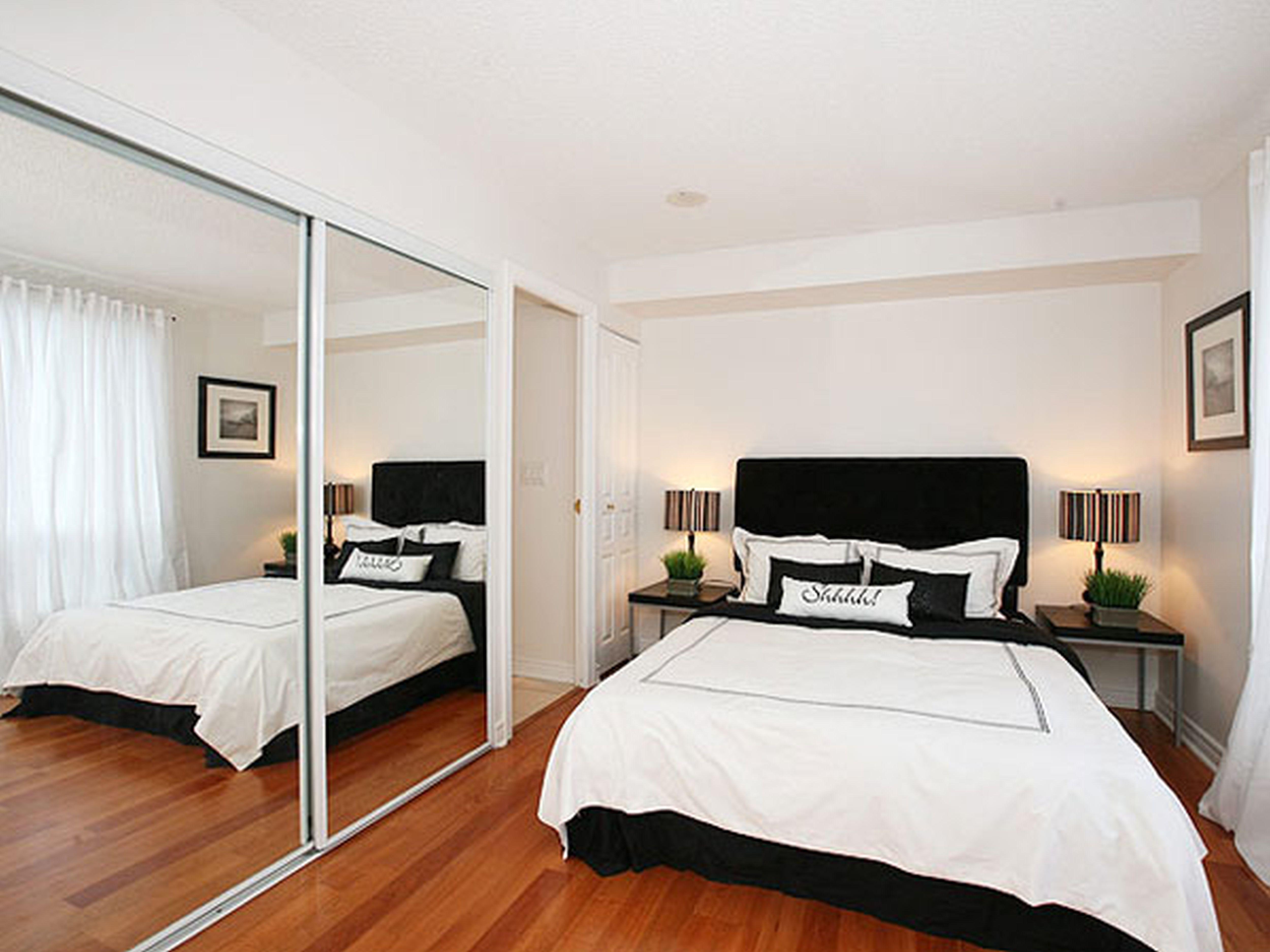 Дизайн маленькой комнаты с зеркалами