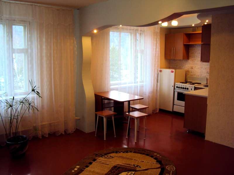 """Дизайн гостинной совмещенной с кухней в хрущевке """" современн."""