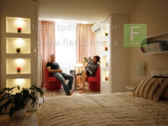Спальня в панельном доме с балконом фото.