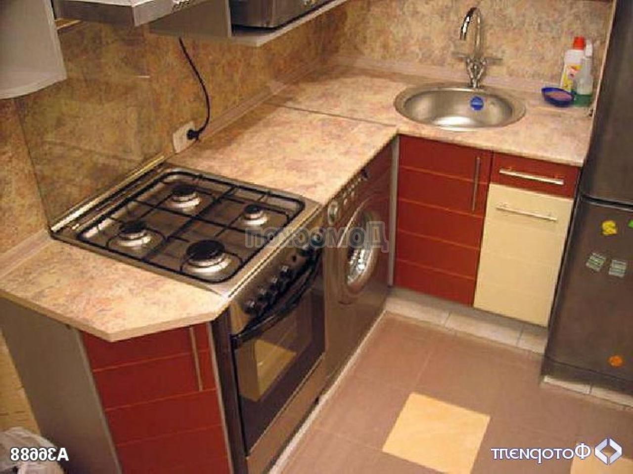 Дизайн кухни 4 кв м с газовой колонкой и холодильником
