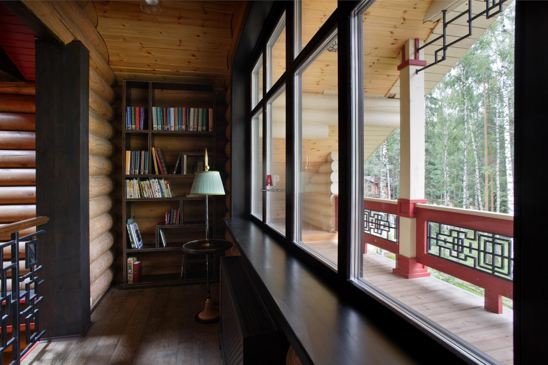 Фото интерьера лоджии деревянного дома в современном стиле.