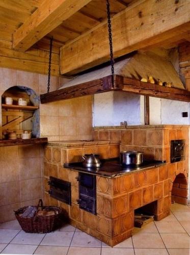 Кухня с печкой
