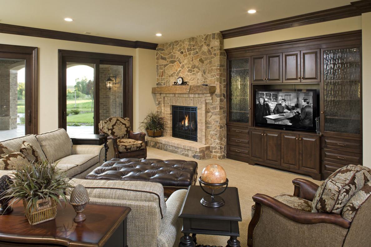 Дизайн гостиной с большими окнами и камином 54