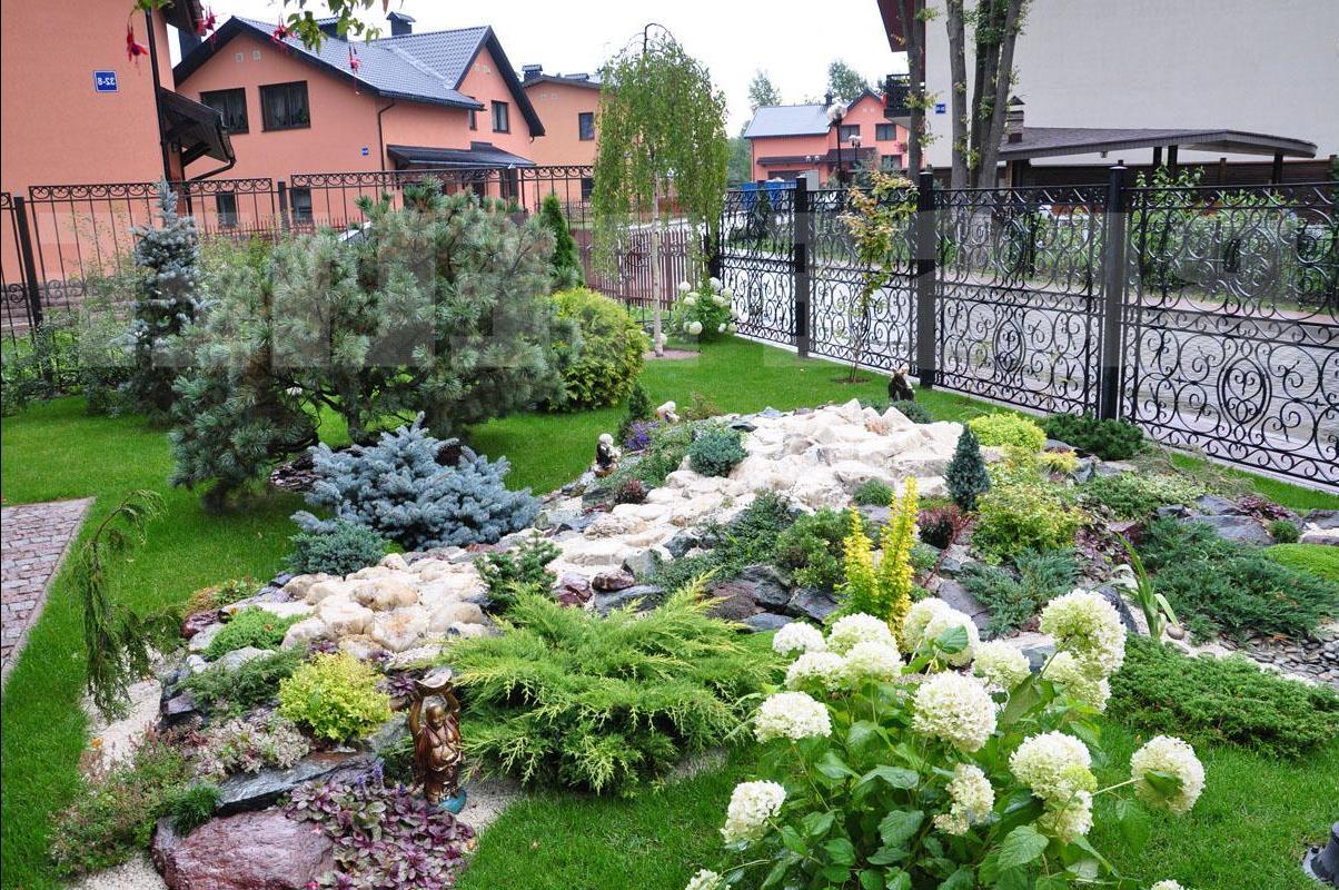 Красивый двор частного