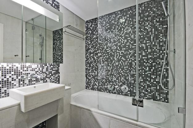 Фото маленьких ванных комнат дизайн с мозаикой