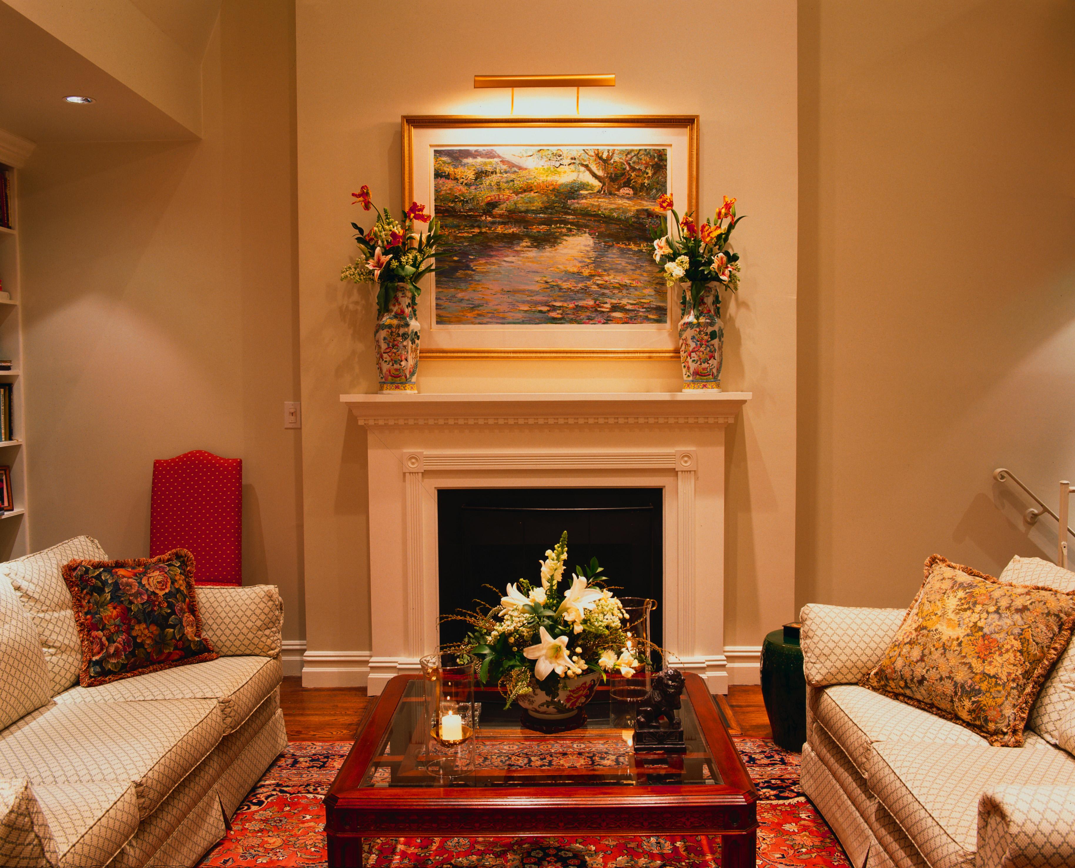 Интерьер с камином в гостиной фото