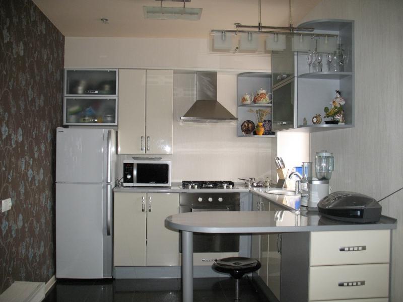 Дизайн кухни хрущевки 6 метров с колонкой