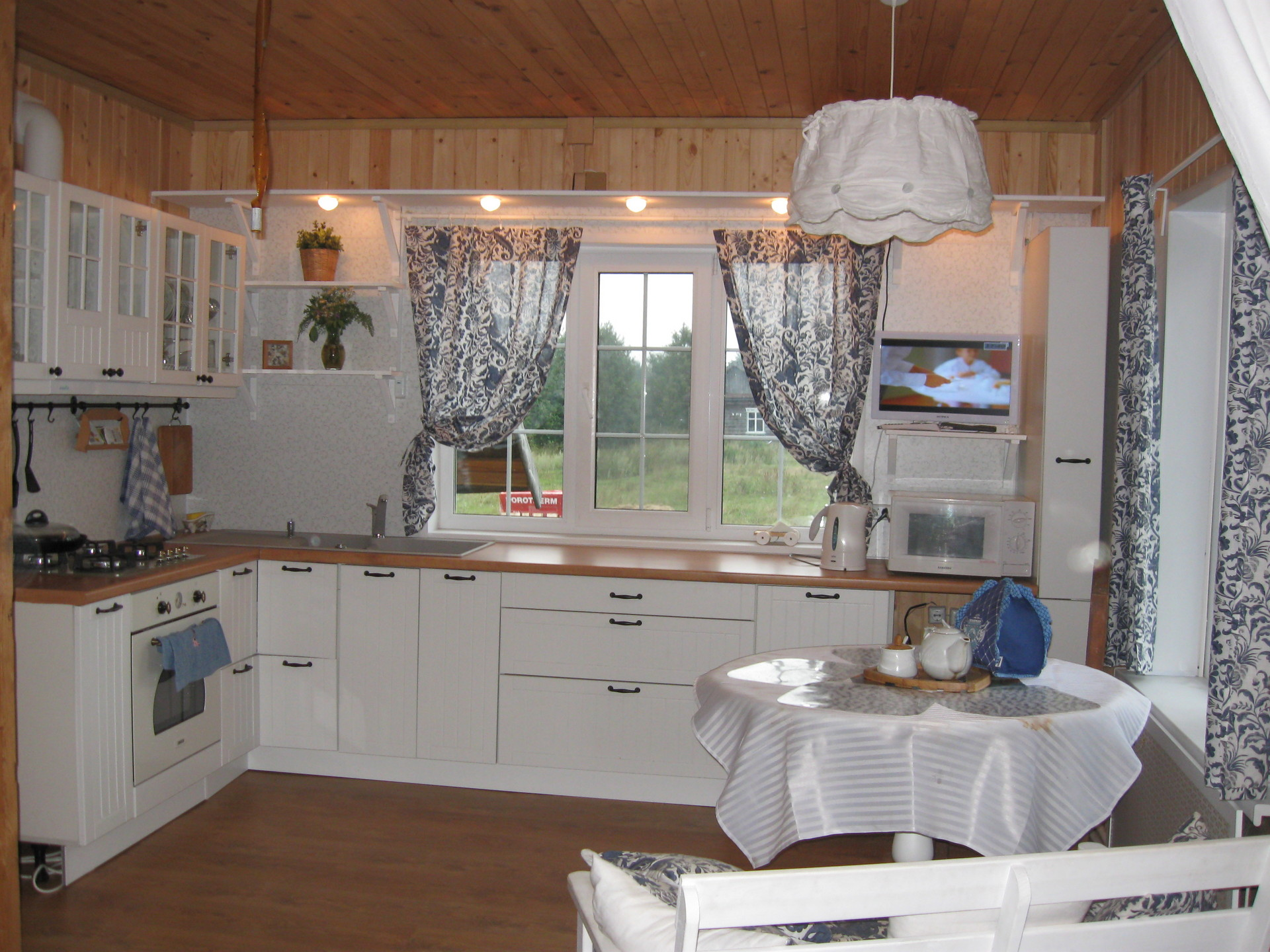 Интерьер маленькой кухни своими руками в частном доме
