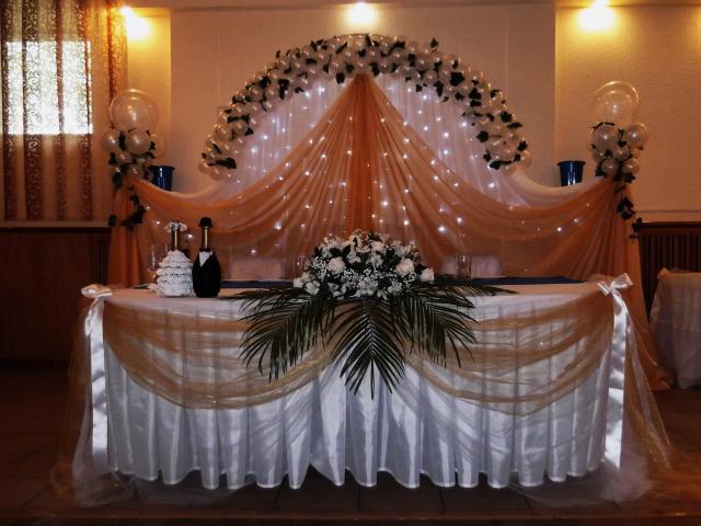 Как украсит стол молодоженов своими руками