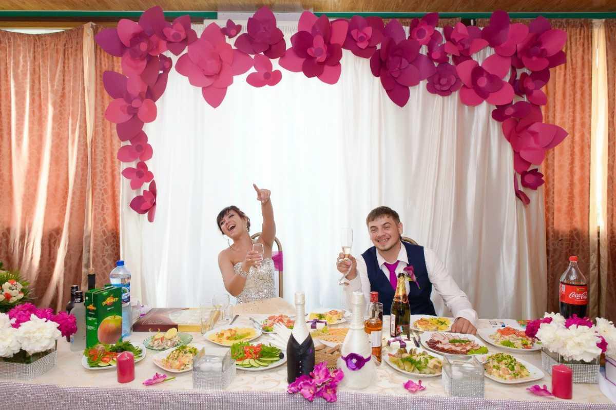 Как украсить к свадьбе зал своими руками фото