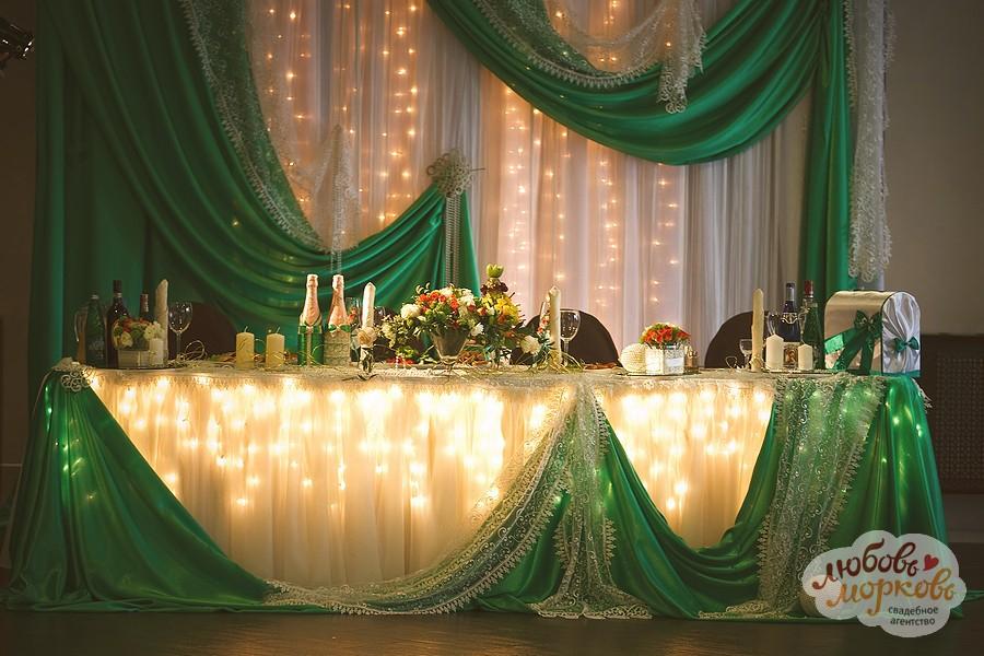 украшение стола жениха и невесты на свадьбу фото