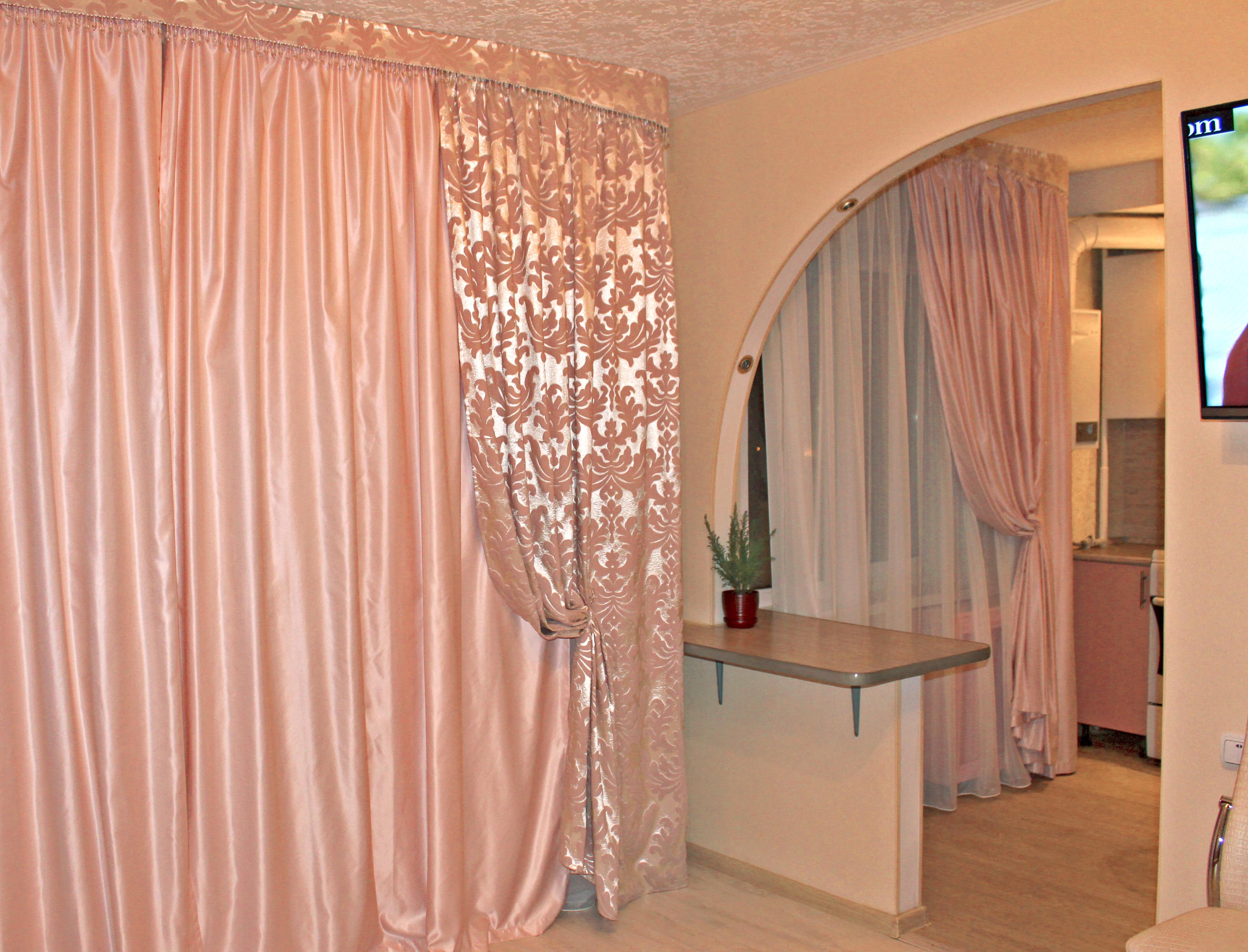 """Дизайн штор для кухни совмещенной с залом """" современный диза."""