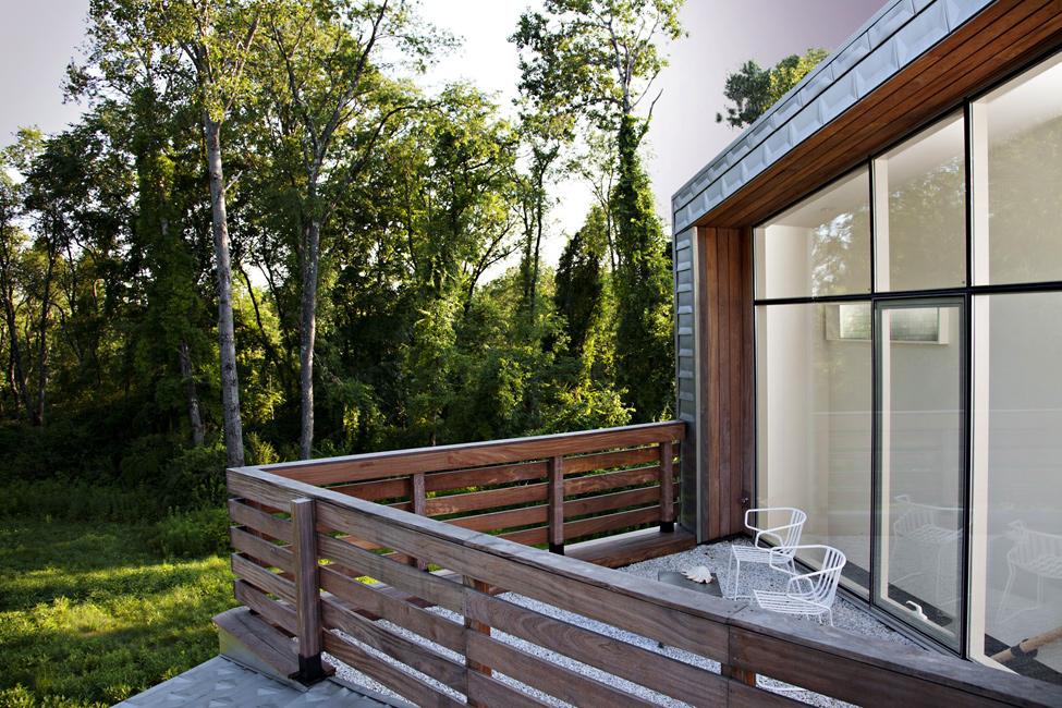 Дизайн деревянных балконов в частных домах фото.