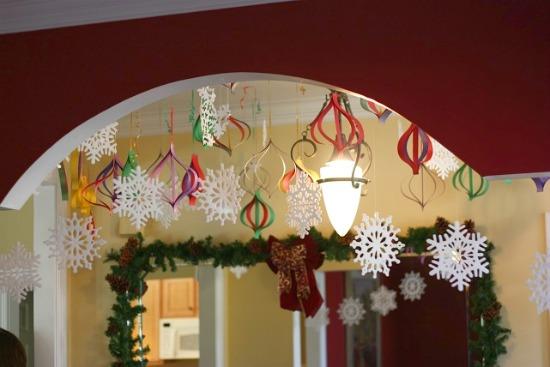 Как к новому году украсить потолок дома