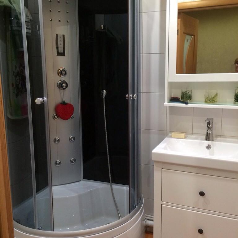 Ванная комната дизайн для маленькой ванны с душевой кабиной