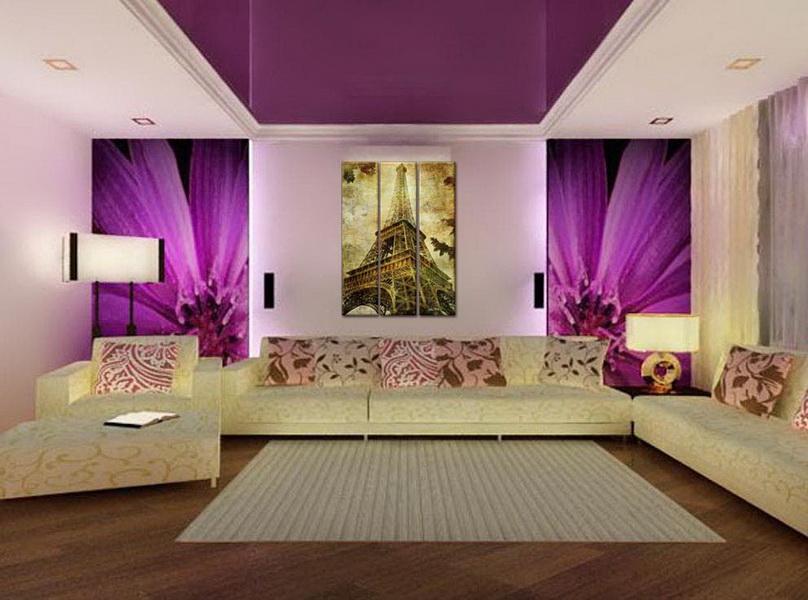 Интерьер гостиной с фиолетовым потолком
