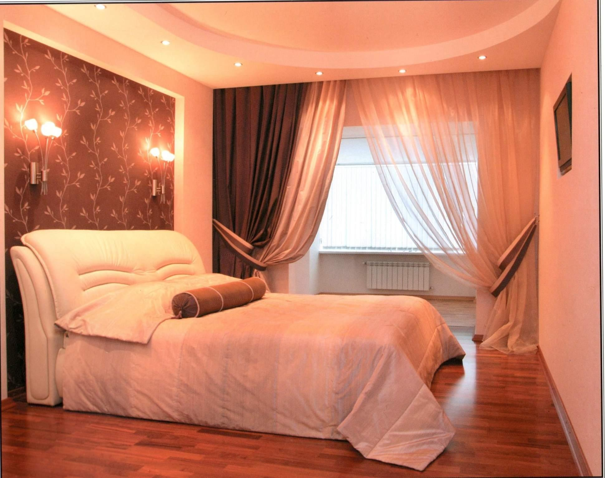 Curtains in the small bedroom - home decoration.