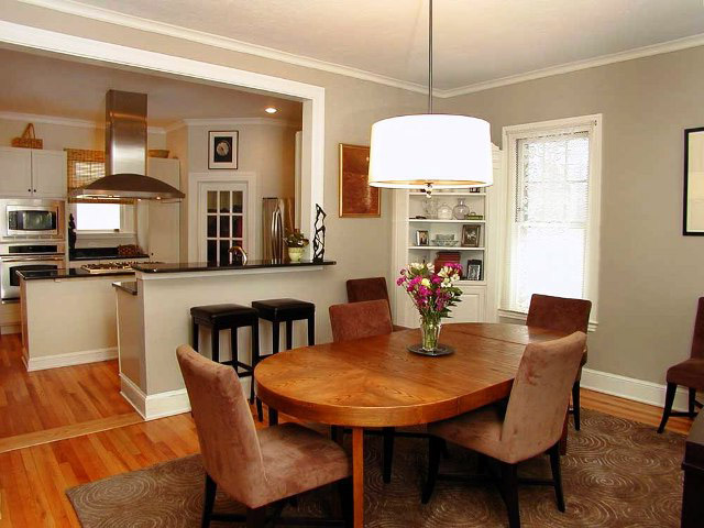 Дизайн кухни со столовой в частном доме с