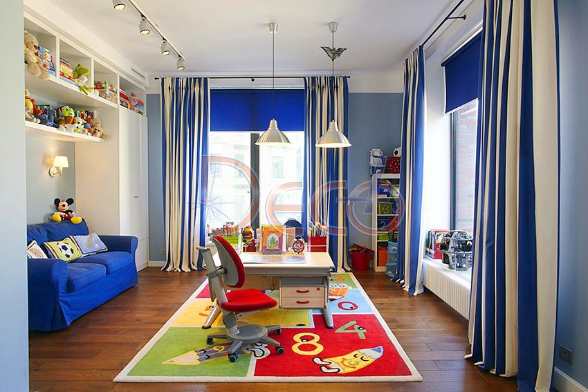 Угловая детская комната с двумя окнами дизайн