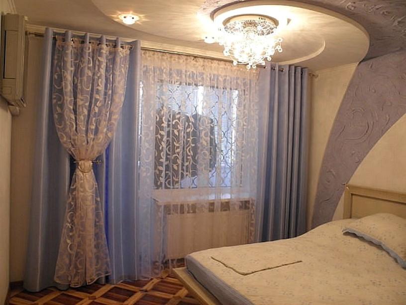 Дизайн окна в спальне