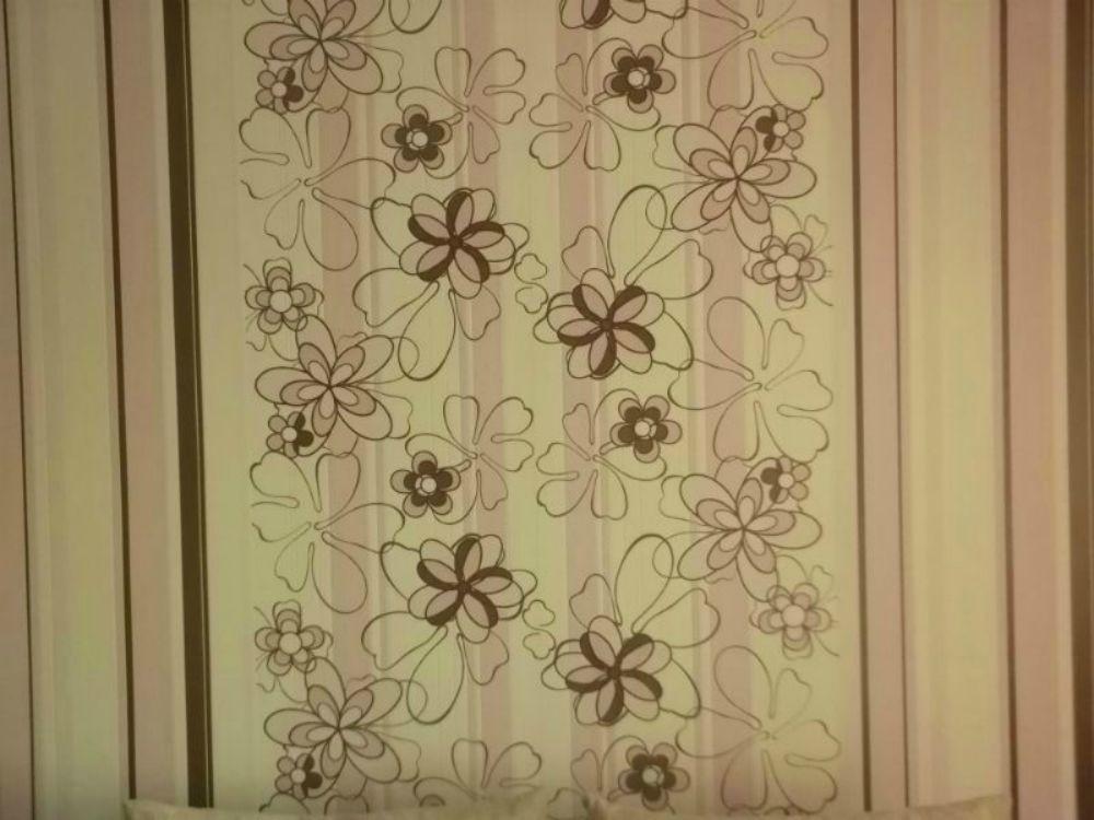 Комбинированные обои цветы с полосками фото