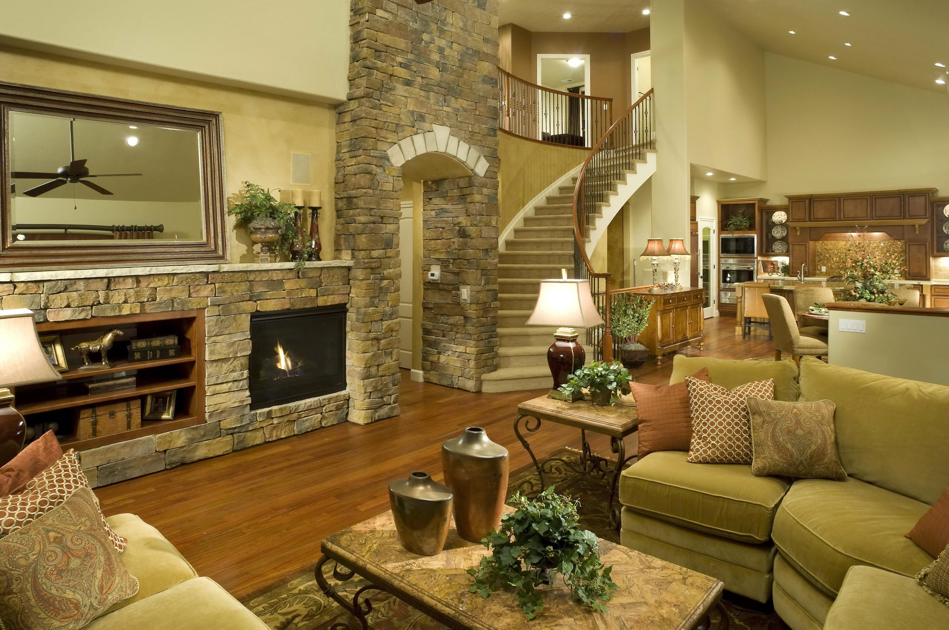 Дизайн гостиной в большом доме
