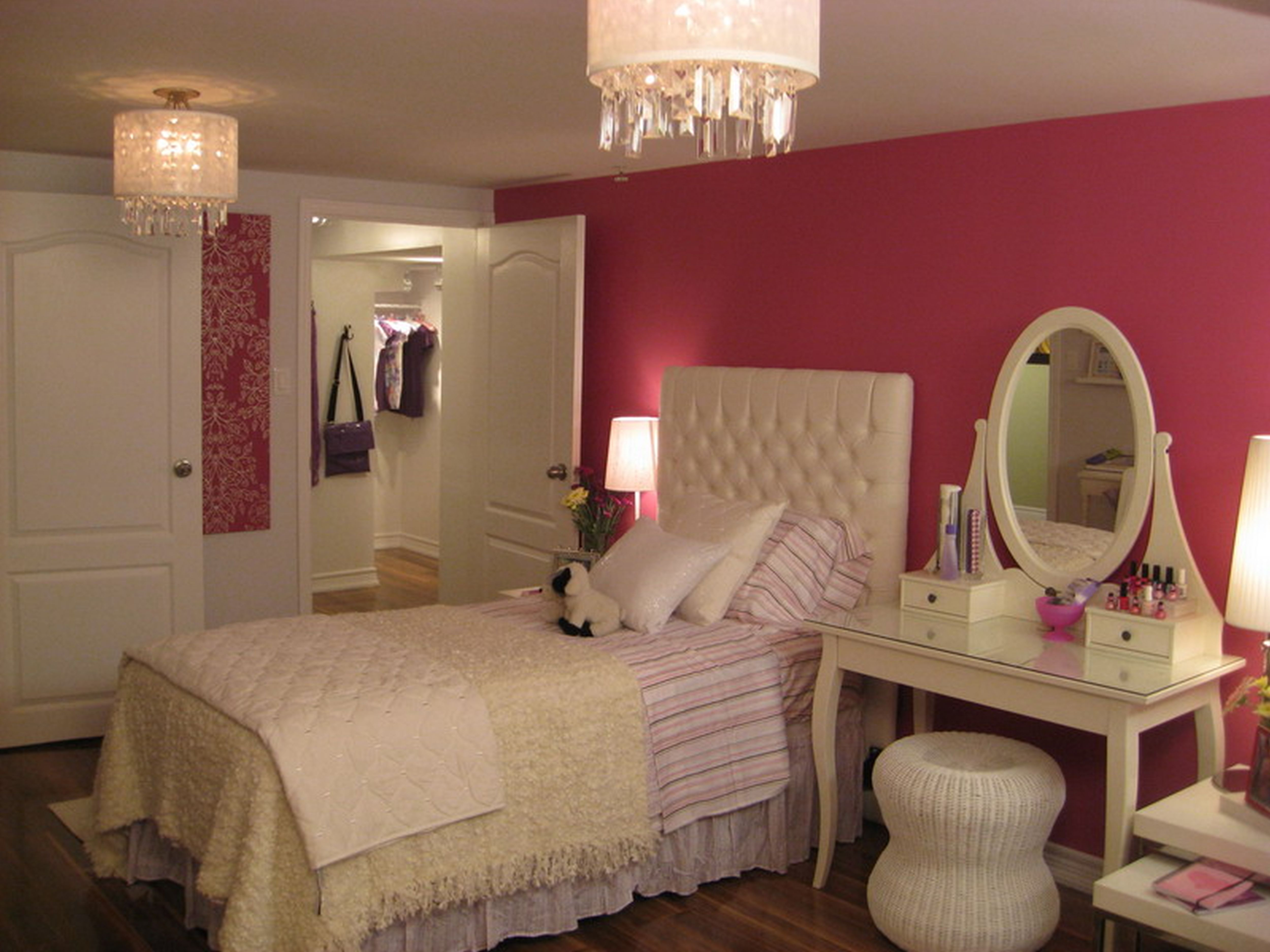 Дизайн спальни с туалетным столиком