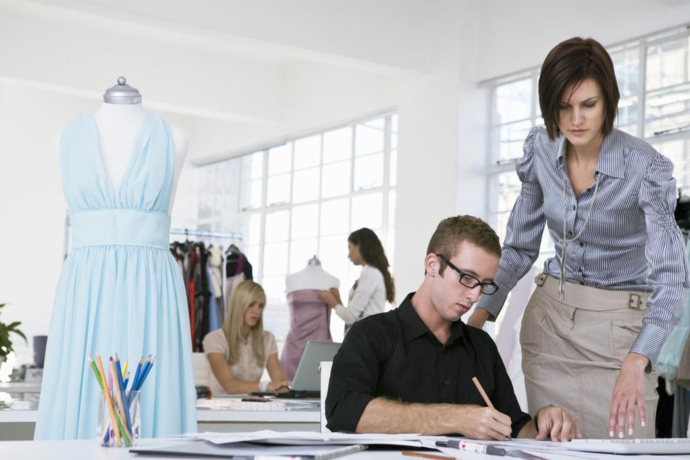 найти вакансия помощник дизайнера одежды москва данном разделе