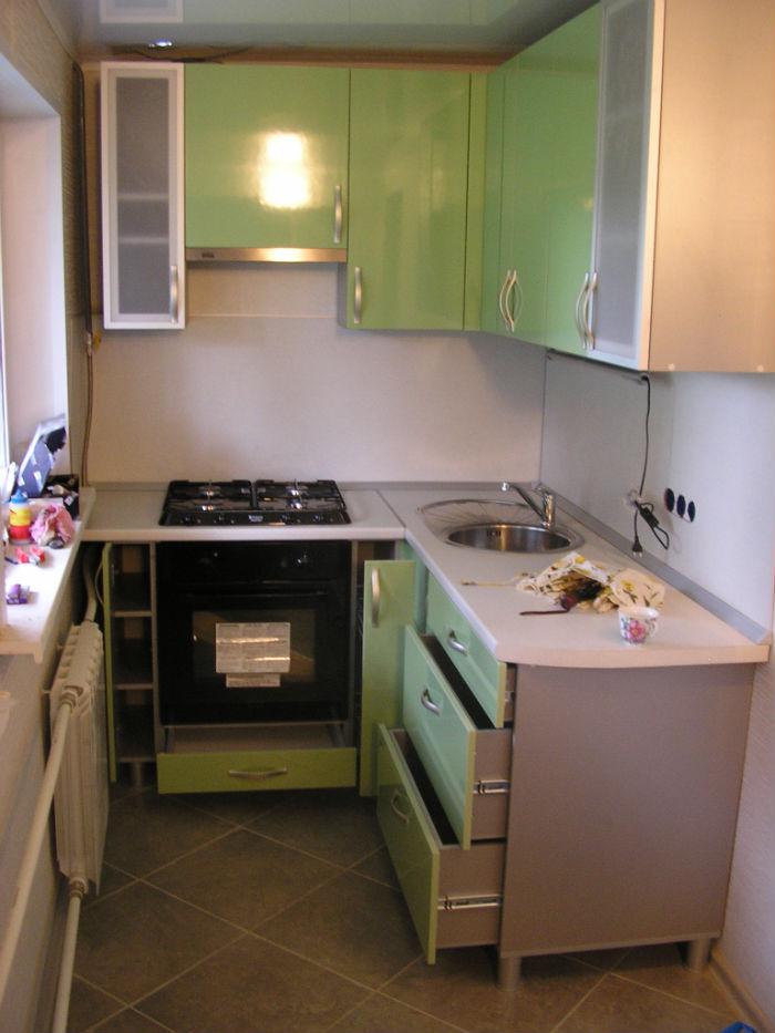 """Дизайн кухни в маленьком помещении """" современный дизайн."""